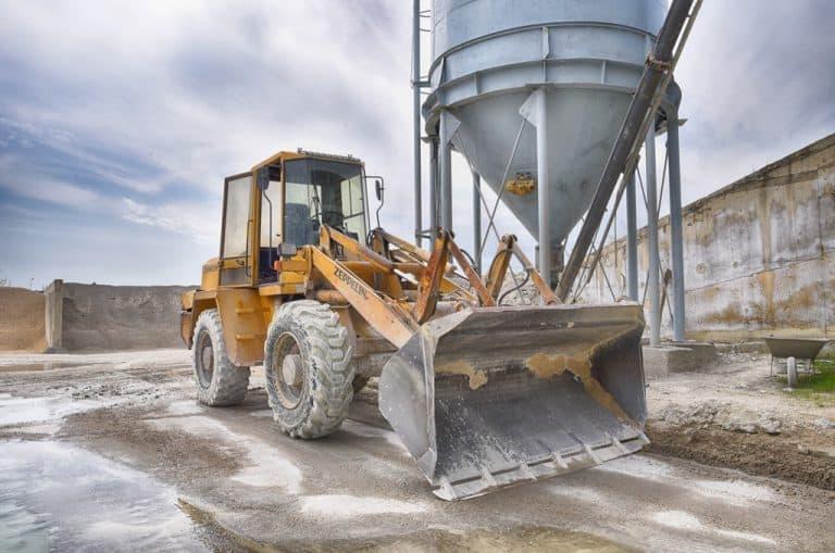 Бетонов възел в Каварна - DVS Beton, строителни машини - багер